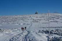 Dvoudenní přechod Krkonoš: pěšky, na běžkách, sněžnicích či běžecky
