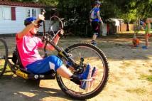 Handbike: Nohy mám polámaný, tak jsem zapojila ruce