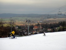Monínec - sjezdové lyžování 70 km od Prahy