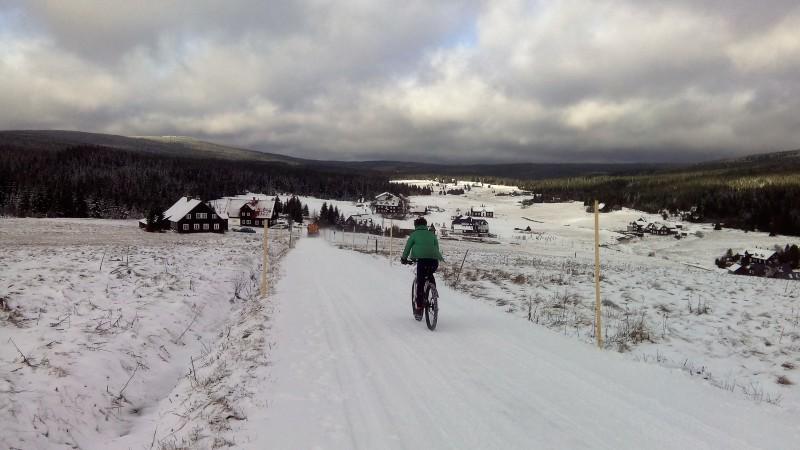 Můj první letošní sníh v Jizerkách. Na kole.