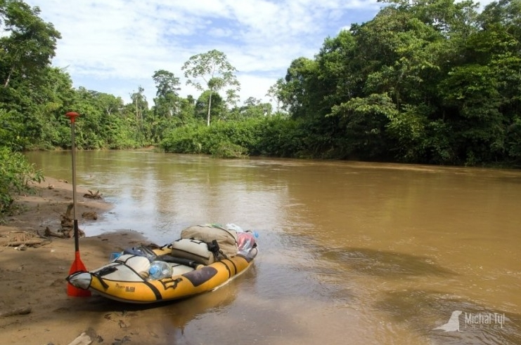 Pádlování na nafukovačce v Amazonii