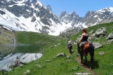 Na koních z Shatili do Roshky