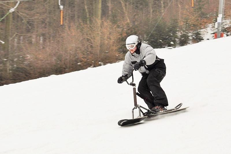 Snowscoot neboli sněžná koloběžka