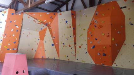 Boulderová lezecká stěna