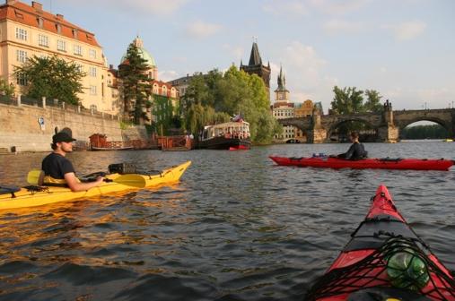 Na seakajaky po Vltavě napříč Prahou