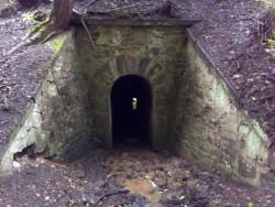 Tunel s potokem pod tratí