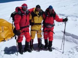 M. Koukal, R. Jaroš a P. Vavrys při expedici na Cho Oyu