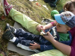 Malým dětem pomáhá teta