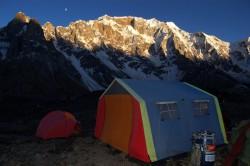 Večer v základním táboře, Karakorum