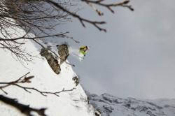 Viktor Galuška při skoku ze skály, foto: Jakub Frey