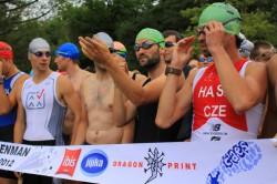 Příprava závodníků na start u Boleveckého rybníka.